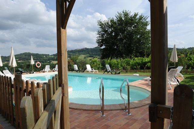 ingresso piscina agriturismo a Sansepolcro Umbria