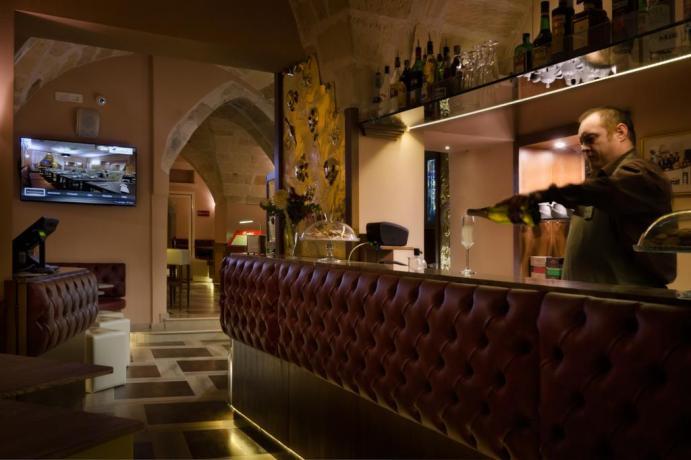 Servizio cocktail al Bar hotel in Puglia