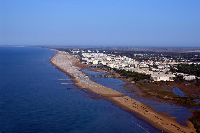 Vista Panoramica Spiaggia e Mare a Bibione