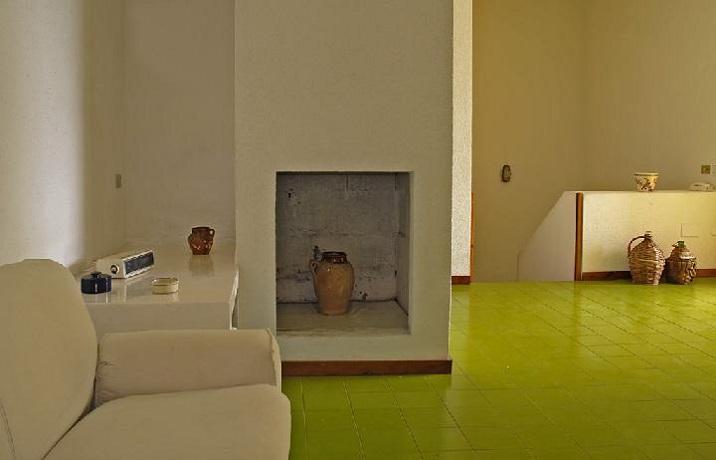 Soggiorno con Camino in Villa 6/7 Persone Puglia