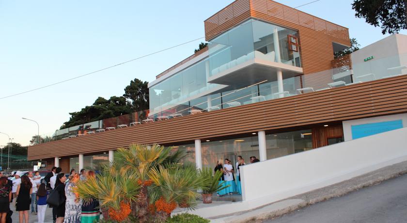 Resort con Piscina Ristorante e Benessere