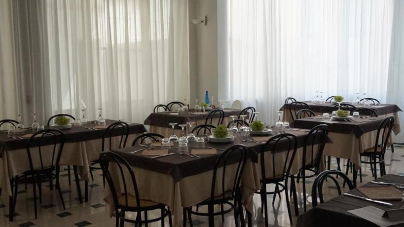 Sala ristorante Hotel vicino Gabicce Mare