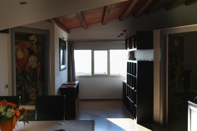 suite guttuso soggiorno con finestra panoramica