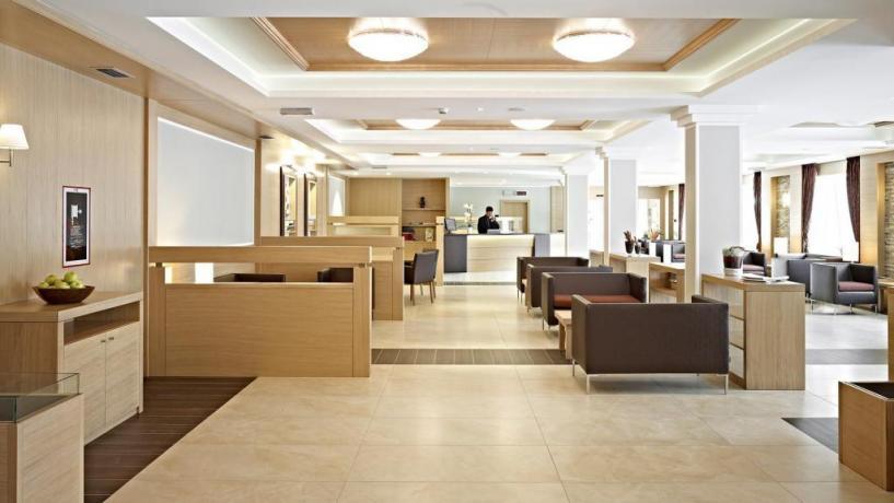 Hotel a Molveno reception 24h su 24h