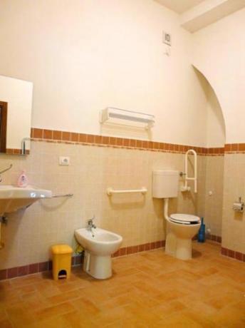 Bagno attrezzato per disabili appartamento Salice