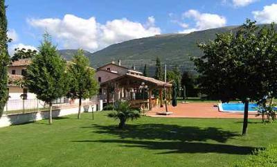 Agriturismo con piscina ad Assisi