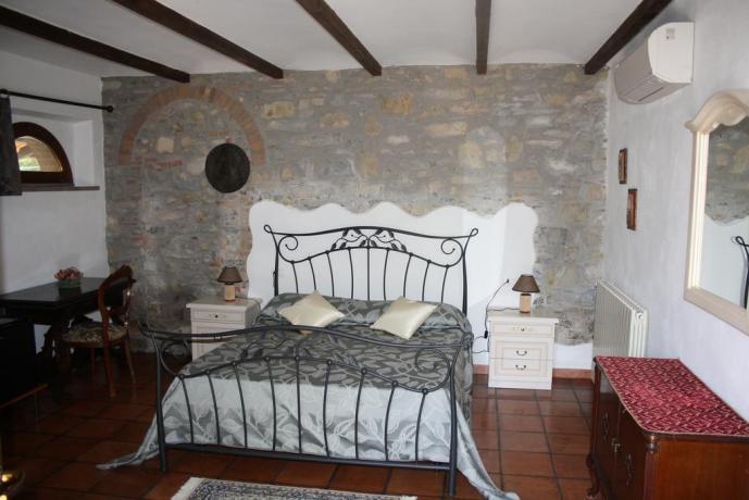 Pavimento in cotto arredamento in legno riviera etruschi for Subito toscana arredamento