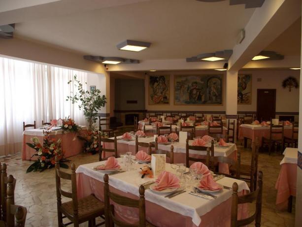 Hotel vicino Catania con Ristorante interno/esterno