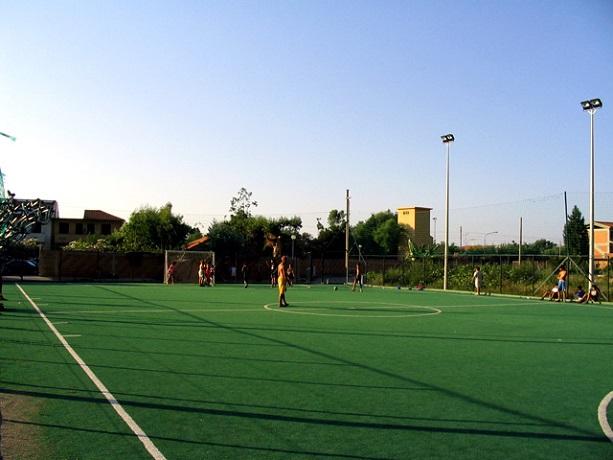 Villaggio con campo da calcio