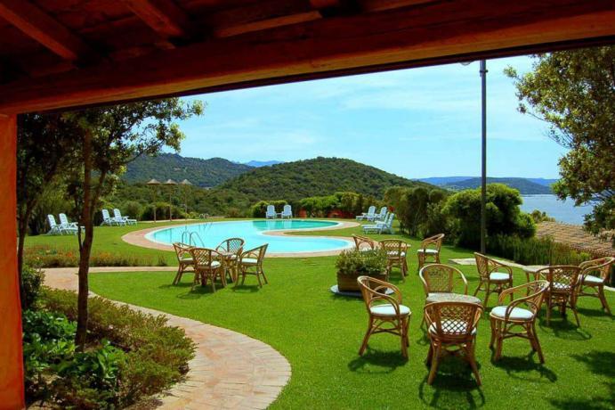 Piscina esterna con cortile curato Relais Costa Smeralda