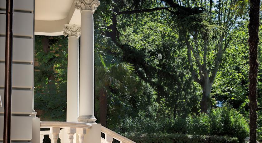 Villa con suite con ampio giardino
