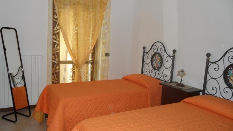 Camera doppia con letti singoli agriturismo vicino Spoleto