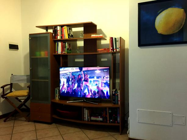 """Soggiorno con SMART TV 40"""" Samsung a Led"""