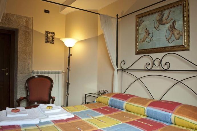 Appartamento Gaeta camera matrimoniale con balcone