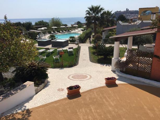 Hotel con Giardino e Piscina a Lipari