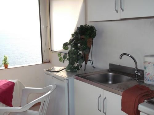 Appartamento con Angolo Cottura e Tavolo