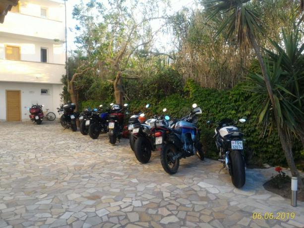 Parcheggio privato custodito auto e moto