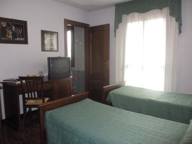 Camera doppia con letti singoli albergo vicino Udine