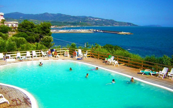 Piscina Panoramica Hotel Il Castello sul Mare CostaCilentana