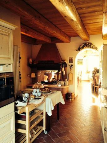 Sala per fare colazione con fuocolare