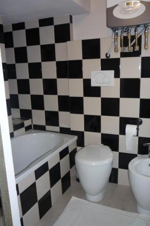 Bagno camera con ampia vasca