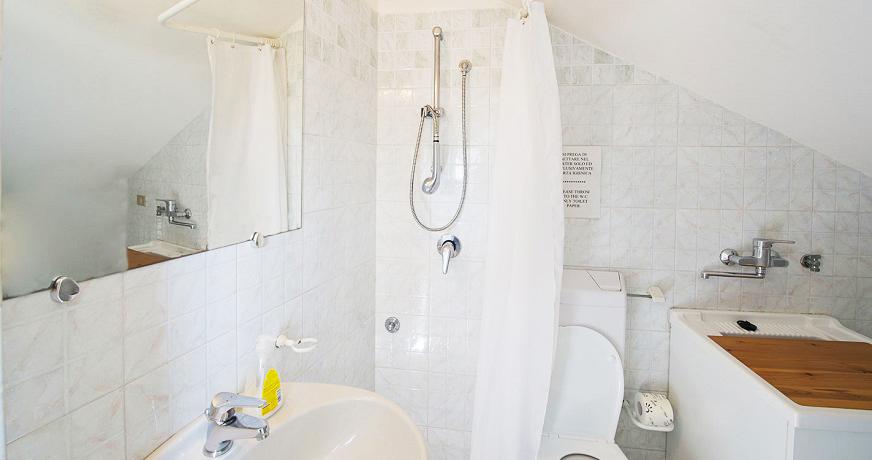 Zona pranzo e Bagno con Box doccia