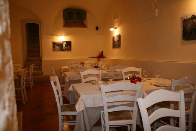 Vicino Nocera Umbra resort con sala ristorante
