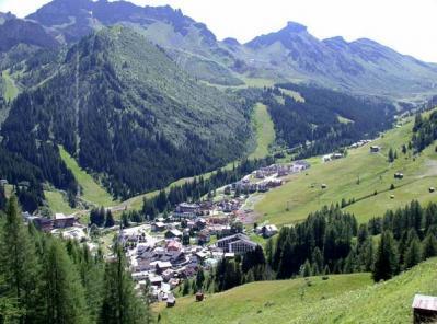 Skiing, snowboarding and trekking in Arabba, Italy
