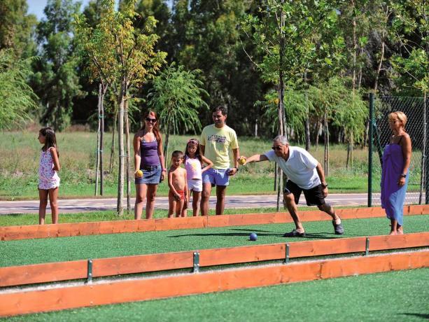 Impianti sportivi:Tennis ì,volley,calcetto,bocce con illuminazione Notturna