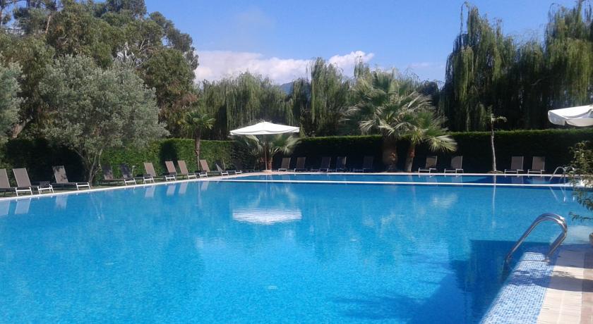 Specialità regionali in residence con piscina