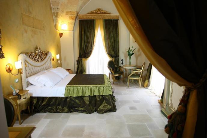 camera con arredi retro in hotel nel Salento