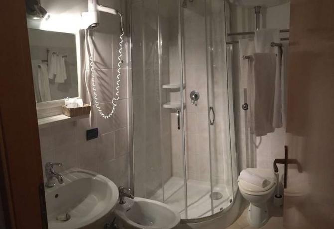 Camera in Hotel ad-Anzio-vicino-Roma con Bagno Privato