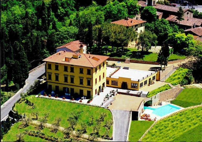 Resort Villa Tavolese con piscina a Firenze