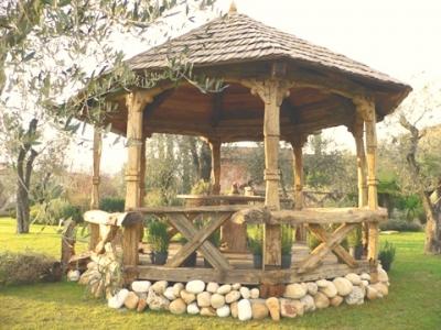 Gazebo ottagonale in legno antico