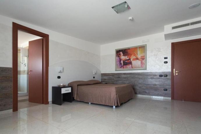 Camera standard con bagno privato hotel4stelle Battipaglia