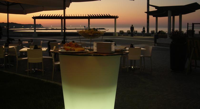 Fano: veranda vista mare con splendidi tramonti