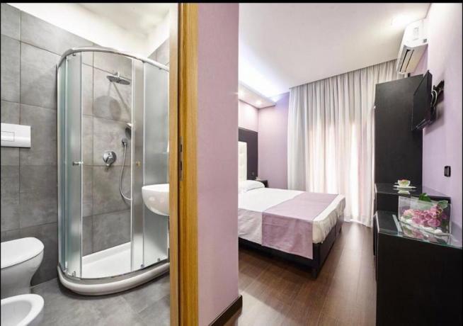 Hotel 4stelle televisione in camera box doccia Casapulla