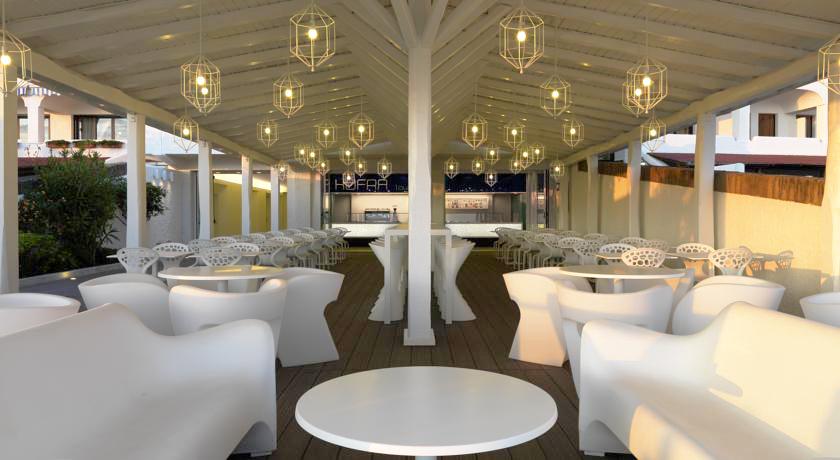 Sala ristorante vista mare