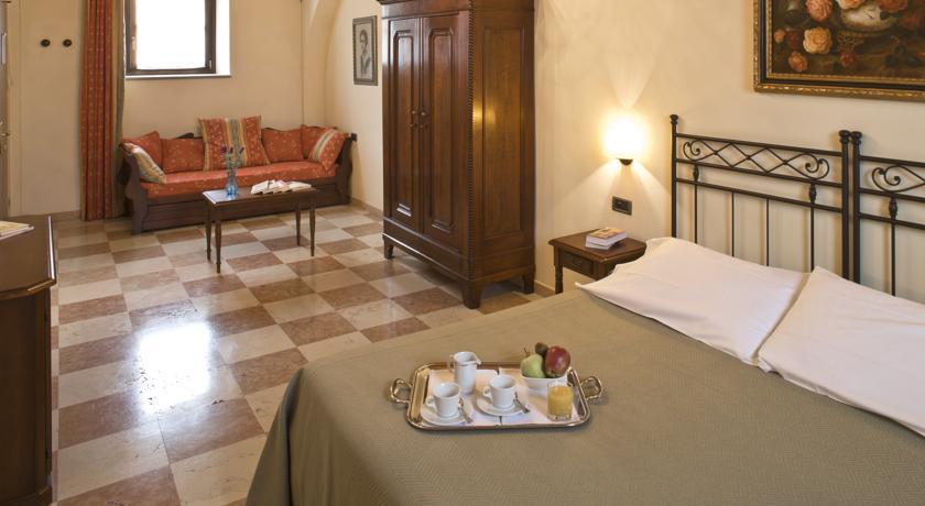 Hotel a Bra con Camere Suites e Parcheggio