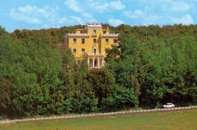 l'Hotel immerso nel verde del cammino francescano