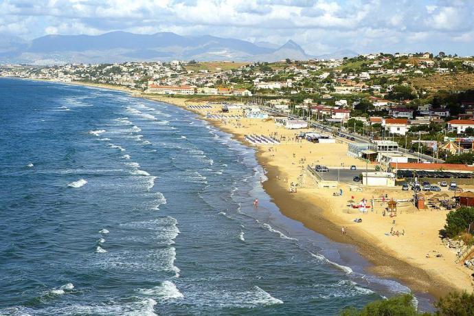 Spiaggia attrezzata a Castellammare del Golfo