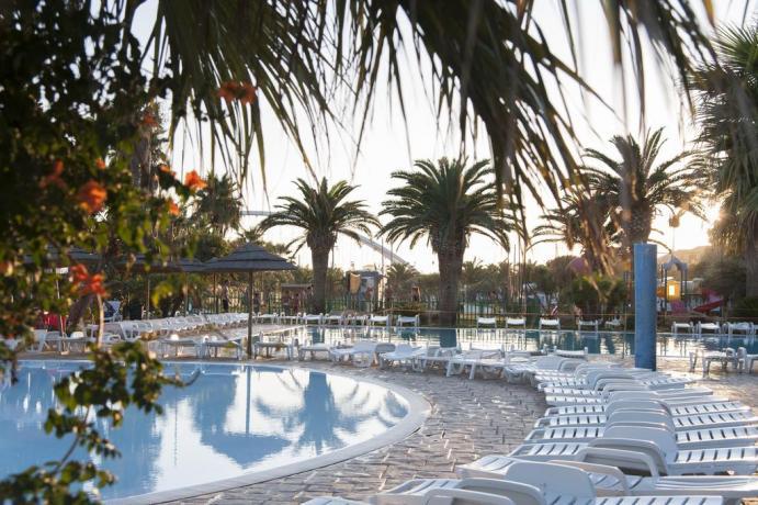 Villaggio con piscina attrezzata a Trapani
