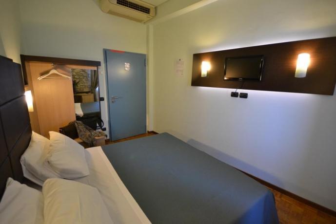Hotel3stelle con tv e guardaroba Assisi