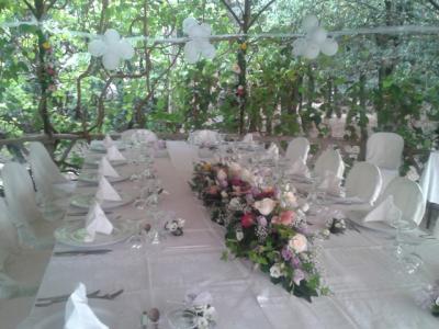 Tavolo preparato per le cerimonie