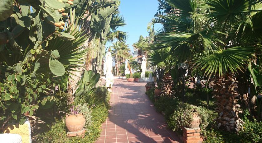 Giardino interno Hotel in Sicilia