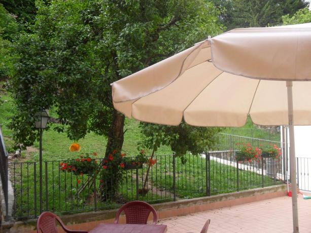 Albergo in Emilia-Romagna con ampio giardino