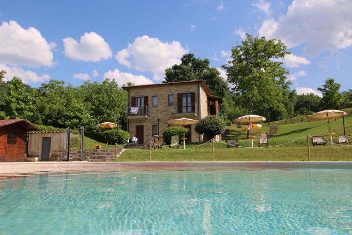 relais-apecchio-marche-casali-appartamentivacanza-giardino-piscina-vascaidromassaggio