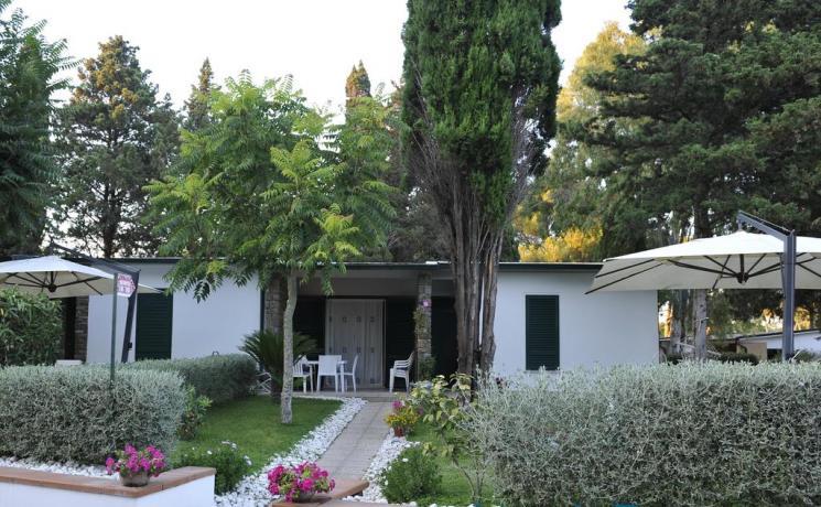 Appartamenti con portico arredato per famiglie 4persone Baia-Domizia