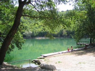 Stay near the Lake and Caves in Abruzzi