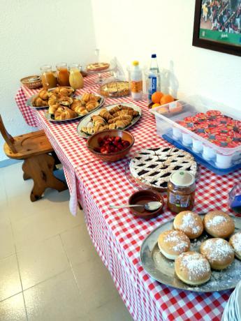 Dolci fatti in casa, frutta fresca per colazione